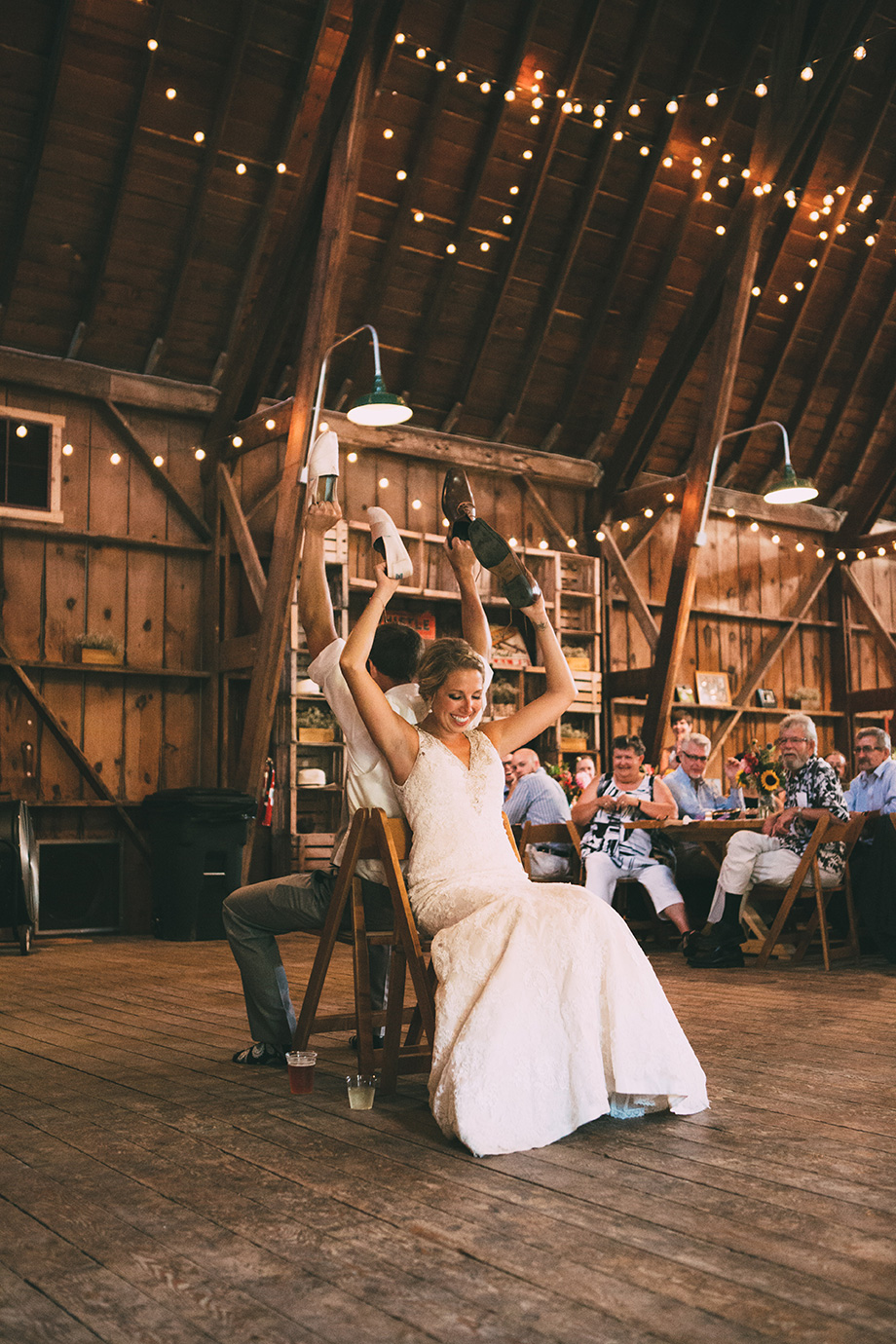 Dellwood Barn Weddings | Minnesota Bride