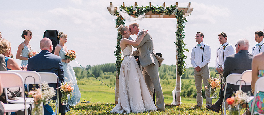Dellwood Barn Weddings   Minnesota Bride