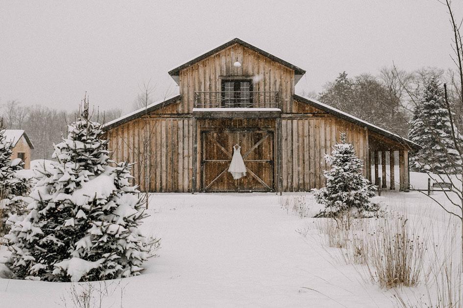 Minnesota Winter Wedding at Creekside Farm