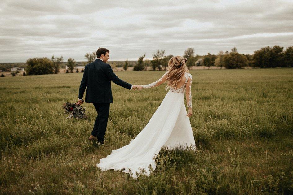 Summer Wedding at Maple Ridge Farm in Minnesota