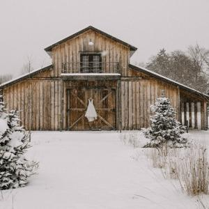 Minnesota Winter Wedding at Creekside Farm