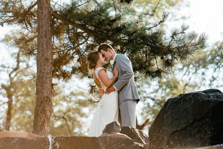 Young couple married in a breathtaking space overlooking Como Lake