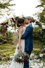 Kissing wedding picture with bouquet
