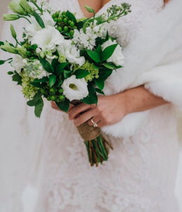 Timeless White Bouquets | Minnesota Bride