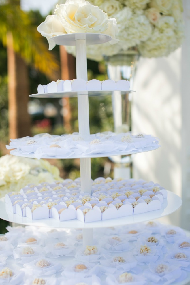 (REAL WEDDING, CALIFORNIA WEDDING, WEDDING INSPIRATION, WEDDINGS, TRINA SCHMIDT WEDDINGS AND SPECIAL EVENTS, CHRISTOPHER TODD STUDIOS, KAYSHA WEINER PHOTOGRAPHY, HOTEL IRVINE, MISSION VISUAL, FLOWERS BY CINA)