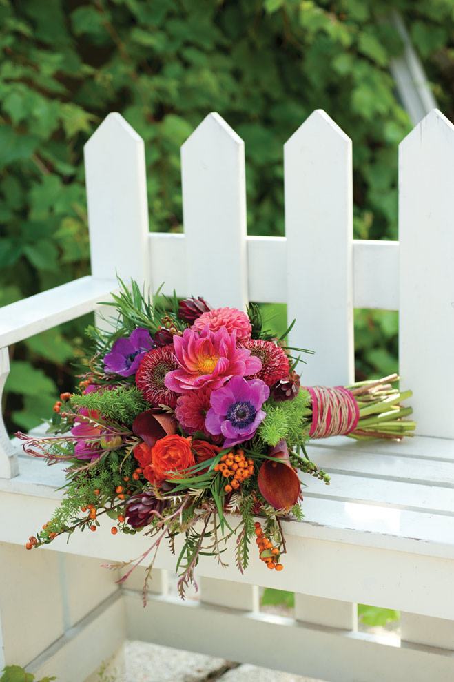 Romantic wedding bouquets and centerpieces | Wisconsin Bride magazine