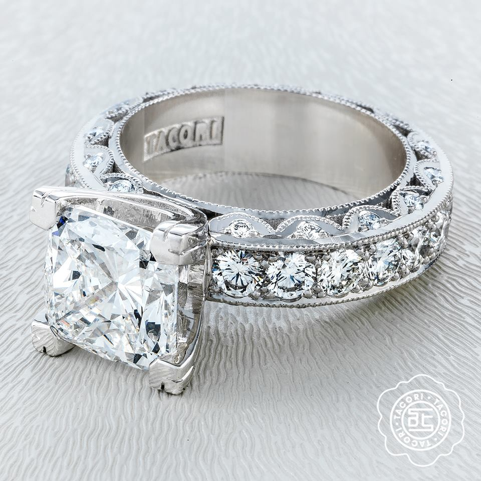 For The Tacori Looking To Make A Statement This Elegant And Modern Take On Iconic Glamour Is You It S No Wondering Ring Most Repinned